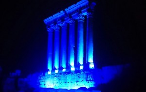 Baalbek, illuminé en bleu de l'ONU pur son 70° anniversaire (24.10.2015)